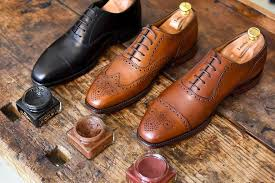 as you can see in the title we are shortly going to discuss how you can select the best matching colour shoe polish for your shoes