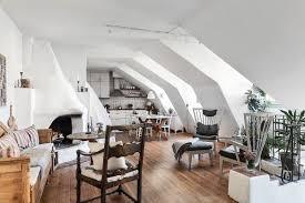4 Handige Styling Tips Voor Een Woonkamer Met Schuin Plafond Roomed