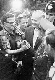 Yuri gagarin's heroic deed still evokes great respect all across the globe, even when us shuttle return to earth in the form of fragments. Pmagjyubh 1ym