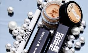 katy perry has new a new look and soon a new makeup line