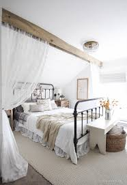fall bedroom decor. a beautiful farmhouse bedroom decorated with simple touches of fall! fall decor