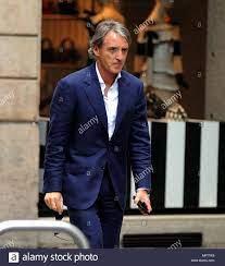 Mailand, Roberto Mancini neuer Trainer der Nationalmannschaft Spaziergänge  in der Mitte Roberto Mancini, der neue Trainer der italienischen  Nationalmannschaft, nach der Ausstellung des ersten Aufruf der Spieler von  ihm erwählt, ist ein