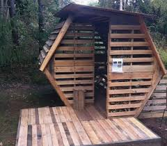 pallet treehouse plans awesome not everyone can afford to a house 20 diy pallet shelter