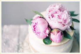 Dusty blue pink gold classic wedding ideas Wedding Bouquets Wedding Cakes Are The Biggest Stars Of Any Wedding Second Only To The Bride Of Course Tulle Chantilly 16 Fresh Flower Ideas For Wedding Cakes Ftdcom