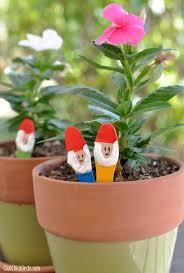 a fun and easy garden craft for kids make your own garden gnome via club chica circle