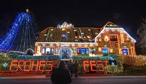beautiful christmas lights on houses. Perfect Lights Since Then Tens Of Thousands People Flocked To His House Every Year A  Total 75 The Light That He Uses Are LED Lights  Inside Beautiful Christmas Lights On Houses R