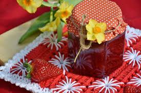 Znalezione obrazy dla zapytania Lilac flower and strawberries jam
