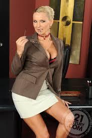 Shaved Clothed Mature Blonde Black MILF Enjoying Double.