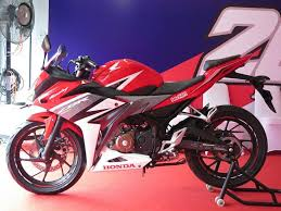 Harga Dan Spesifikasi Motor Honda CBR 150R Streetfire