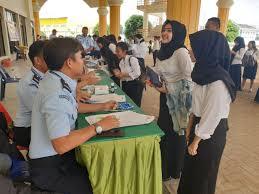 Sehingga kamu wajib mempersiapkan diri dengan baik sejak dini, mengingat bahwa tidak dibukanya seleksi di tahun 2020 akan membuat pendaftaran tahun ini meningkat dengan pesat. Pendaftaran Cpns Kemenkumham 2020 Informasi Cpns Asn Indonesiainfo Cpns Asn Indonesia 2021