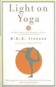 light on yoga the of modern yoga b k s iyengar yehudi menuhin 8580001044736 amazon books