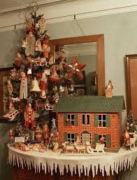 Christmas 1925 Tootsietoy Dollhouse - Tablecloth is awesome!