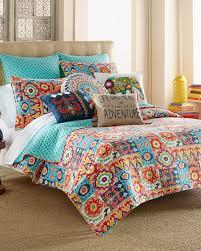 Bedroom: Modern Bedroom With Upholstered Headboard Bed And Quilt ... & Modern Bedroom With Upholstered Headboard Bed And Quilt Comforters Set Adamdwight.com