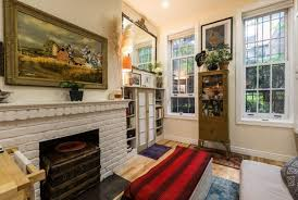 Tiny new york apartments Cozy View In Gallery 242 Sq Ft Nyc Apartment Tiny Nyc Apartment 10 600x403 New York Couple Squeeze Into Thecoolist New York Couple Squeeze Into Tiny 242squarefoot Prewar Apartment