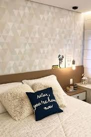 Já para os quartos de casal, as opções são muitas, como, por exemplo, papel de parede adesivo listrado, papel de parede adesivo folhas, papel de parede adesivo liso. Papel De Parede Para Quarto De Casal 80 Ideias Incriveis Para 2021