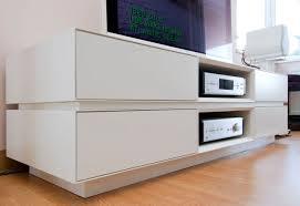 Mobile tv moderno sospeso: mobile soggiorno bianco lucido porta tv