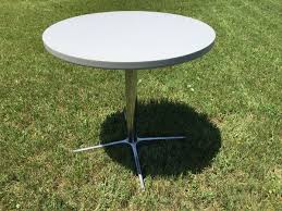 round table 30 inch diameter