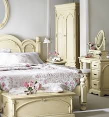 Padded Bench For Bedroom Rustic Country Bedroom Ideas Wooden Platform Bed With Thick