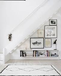 Wir freuen uns über ihr interesse und laden sie ganz herzlich in. Wandgestaltung Mit Bildern Im Wohnzimmer 25 Ideen Dachschrage Einrichten Design Fur Zuhause Haus Interieurs