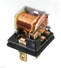 relays this is a single pole double throw relay this is the standard bosch type relay this one is made by tyco