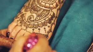 Stock Video Na Téma Henna Artist Mehndi Painting The 100 Bez Autorských Poplatků 1012153766 Shutterstock