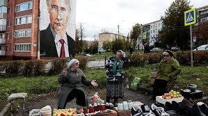 Пособие по безработице в году планируется сохранить на уровне  Уличная торговля на фоне портрета Владимира Путина на одном из домов в подмосковной Кашире 10