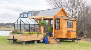 1-cottage-on-wheels-with-greenhouse