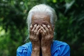 В Кузбассе <b>девушка</b> зарубила <b>топором</b> бабушку и порезала себя ...