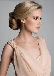 Klassiek Kapsel Voor De Bruid Blond Haar Opgestoken Whoopskappers