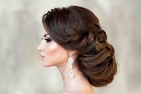 Модные свадебные прически на 2021 год не предусматривают плетения в рыбьем и хотя английские свадьбы не раз транслировались по телевидению, где у принцесс волосы. Svadebnye Pricheski 2020 Jewellery Mag