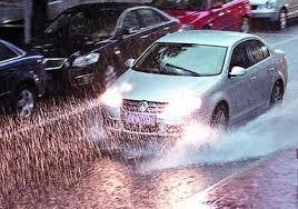 「雨中開車開大燈」的圖片搜尋結果