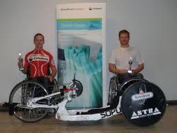 Michael Jensen (t.v.) vandt i klasse H2, mens Kim Klüver Christiansen (t.h.) vandt i klasse H3 - 20111125114731_FilAlm_Handbike_billed