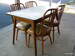 Retro Kitchen Tables For Making Vintage Look Of Your Kitchen Through Applying Retro Kitchen