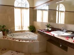 Bathroom:Red Rose Decoration On The Floor With Some Candle Lights And Mini  Table For