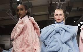 работы выпускников дизайнеров на неделе моды в Лондоне Дипломные работы выпускников дизайнеров на неделе моды в Лондоне