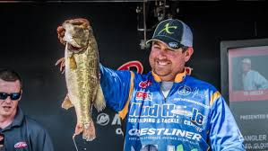 Anthony Gagliardi catches fire, moves into top 10 at Hartwell FLW tournament