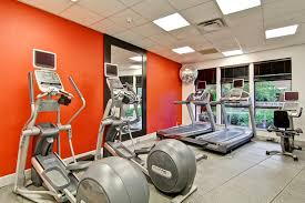 the fitness center and or fitness facilities at hilton garden inn seattle issaquah