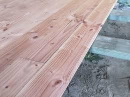 Legen sie die imprägnierten lagerhölzer in etwa gleichem abstand zueinander auf das vorbereitete fundament. Holzfussboden Verlegen Schritt Fur Schritt Erklart Plus Material Tipps