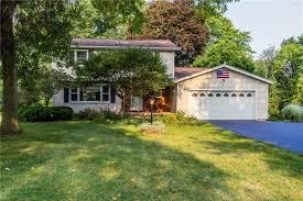 85 Charleswood Drive, Henrietta, NY 14534   R1294464   HUNT Real Estate