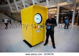 Snapchat Vending Machine Inspiration Vending Machine Selling Snapchat Spectacles In Popup Shop On