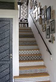 du carrelage adh sif pour d corer les escaliers du couloir