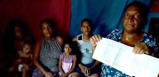 Resultado de imagem para imagem pessoas beneficiadas pela bolsa familia