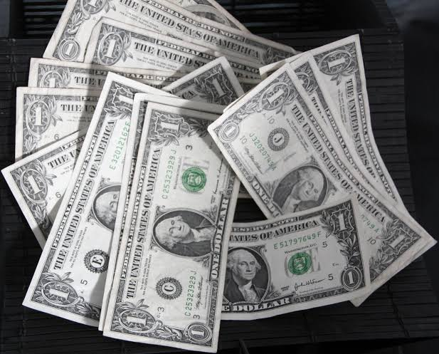 Dolar Amerika Serikat (AS) Bertahan Di Dekat Posisi Terendah