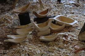 carving wooden bowls