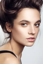 fresh and dewy makeup never overdone or shiny meet the strobing look