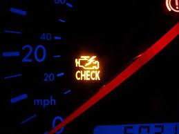 Горит контрольная лампа неисправности двигателя Что делать  Сегодня трудно представить автомобиль не оборудованный всевозможными датчиками контролирующими его работу и предупреждающими водителя о появившихся