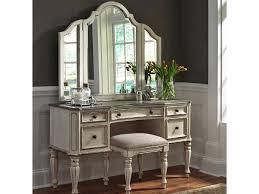 Liberty Furniture Magnolia Manor Bedroom Vanity Set Royal
