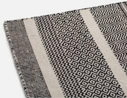 aloha hand made wool rug 8 x 10 black and white