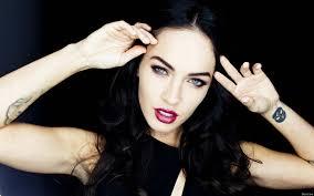 обои меган фокс Megan Fox макияж тату руки фото для рабочего