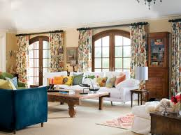 these patterned fls pull accents from all over the living room with stunning grey white curtains